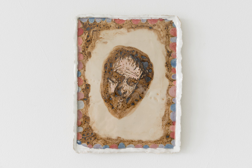 A Portrait of the Artist, 2018 – ca. 25 x 20 x 3 cm; Keramik glasiert